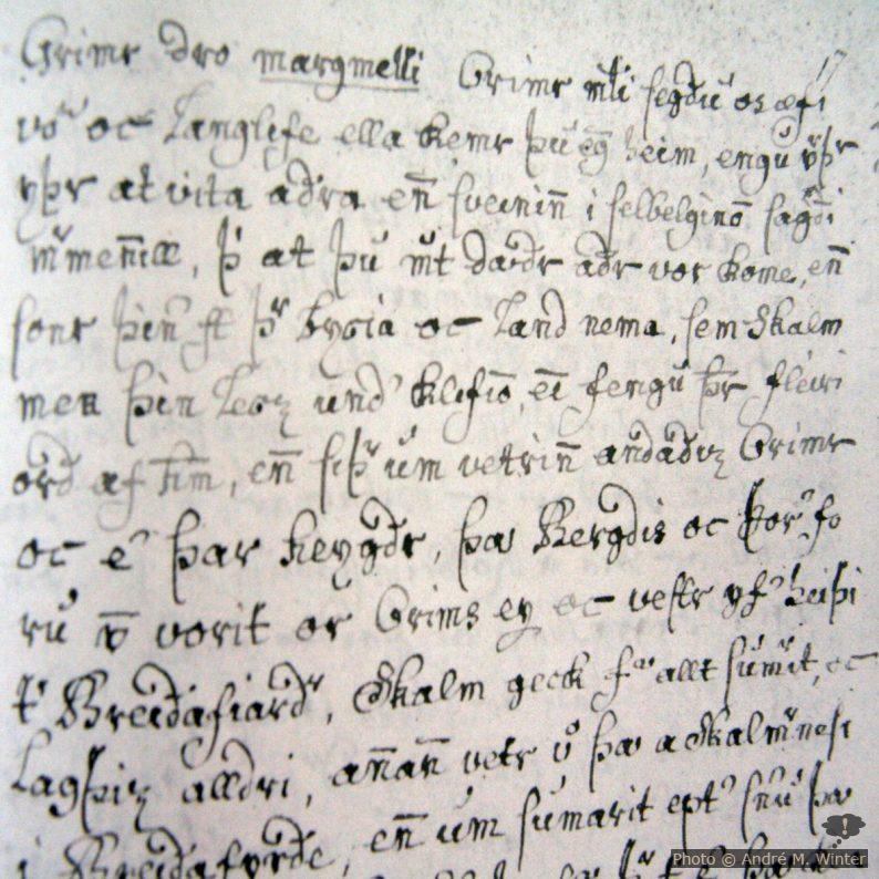 Le Landnámabók (« le livre de la colonisation » en français, souvent abrégé Landnáma en islandais) est un manuscrit décrivant de manière très détaillée la colonisation (landnám) de l'Islande par les Scandinaves aux 9e et 10e siècles. Le recueil commence avec l'établissement initial d'Ingólfur Arnarson à Reykjavik et ses prétentions sur les différentes parties de l'île. Le livre s'attache ensuite à tenir le compte des descendants des premiers colons, et retrace les généalogies familiales et les évènements les plus importants jusqu'au XIIe siècle : plus de 3 000 personnes et 1 400 colonies sont nommément citées. Il fait également la liste des 435 hommes qui seraient les colons initiaux de l'Islande, la majorité d'entre eux s'étant établis au nord et au sud-ouest de l'île. Ce livre demeure une source inestimable de renseignements sur l'histoire et la généalogie des Islandais. Les contemporains de l'auteur du Landnámabók faisaient déjà partie de la cinquième génération d'Islandais. L'enregistrement des faits a reposé jusque-là sur la transmission, dont la fiabilité est passablement moindre plus de 200 ans après les faits. L'intérêt de cette société de propriétaires terriens à la généalogie et aux descendances est tellement forte, en raison des titres de propriété des terres, que le Landnámabók reste une source fiable. La première version du Landnámabók n'est pas parvenue jusqu'à nos jours. Elle a été établie au XIe siècle et il est admis que ce livre est l'oeuvre d'Ari Þorgilsson ou, pour le moins, qu'il a participé à sa création. Sur la photo: AM 104 fol Skarðsárbók.