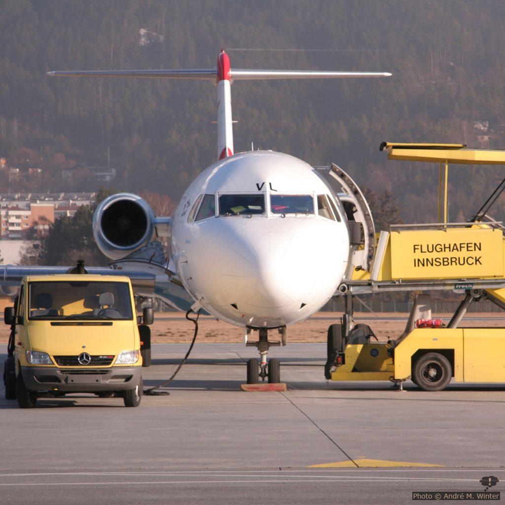 Fokker 100 am Flughafen Innsbruck