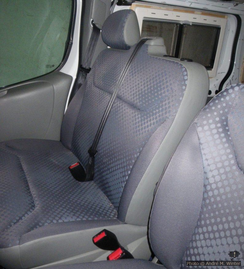 Original Doppelsitzbank im Renault Trafic Kastenwagen.