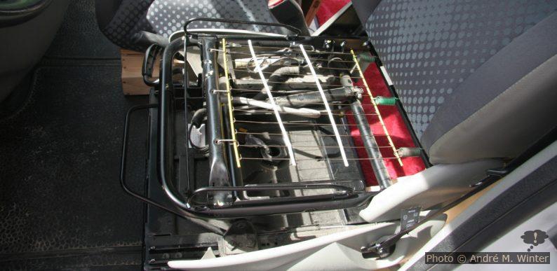 Armatur und Federung der Sitzfläche beim Renault Trafic.