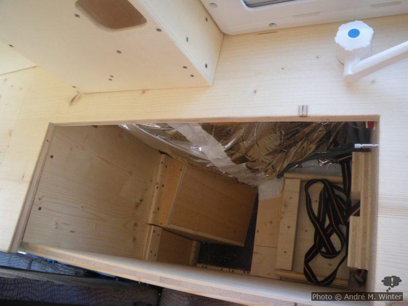 Der Raum für den ursprünglich geplanten Kühlschrank