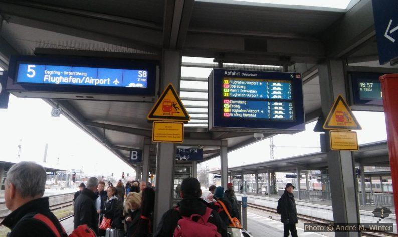 Bahnsteig am Bahnhof München Ost