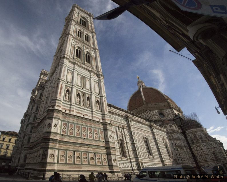 Le Campanile de Giotto devant la cathédrale de Florence