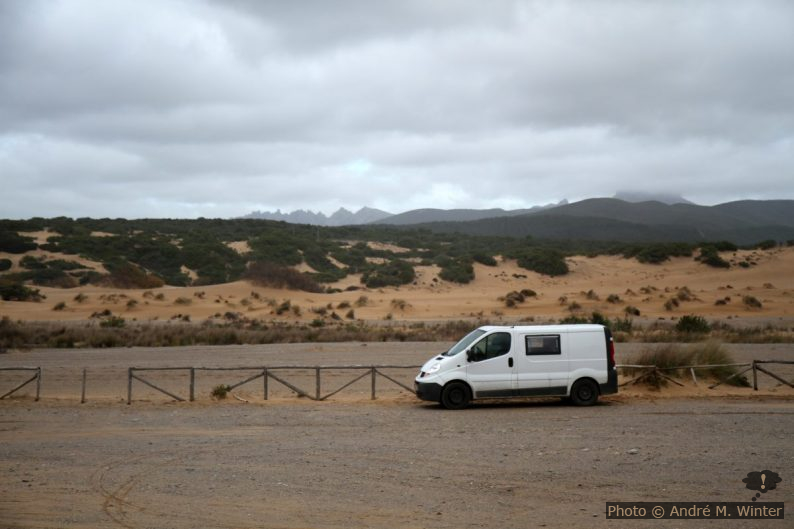 Notre Trafic devant les Dunes de Piscinas