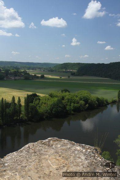 Champs de Larive Basse et la Dordogne