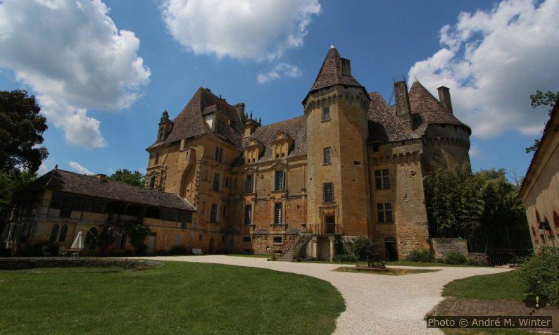 Façade sud du Château de Lanquais