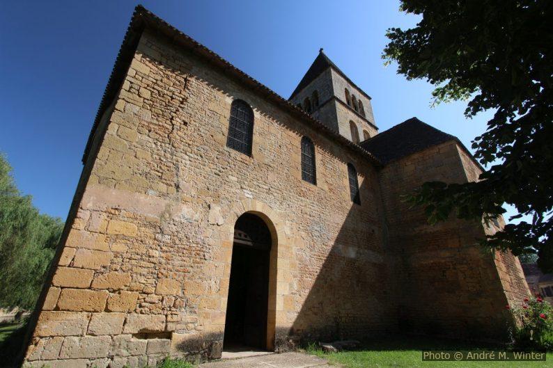 Porte de l'église romane St.-Léonce sur le côté sud