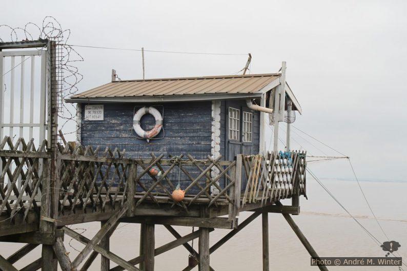 Cabane de pêche au carrelet près du phare de Richard