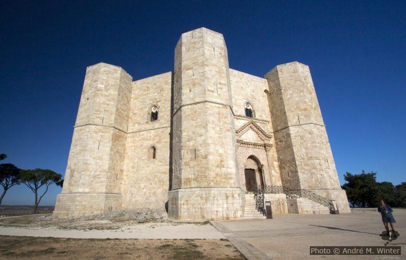 Le Castel del Monte tôt le matin avant l'ouverture