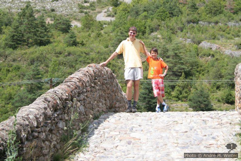 André et Nicolas sur la voûte principale du Pont du Coq
