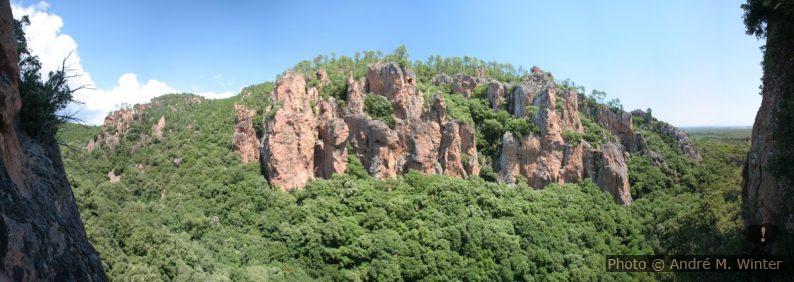 Rive gauche escarpée des Gorges du Blavet