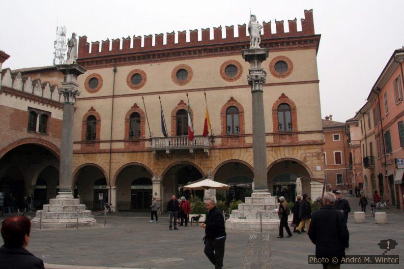 Il Palazzo comunale di Ravenna
