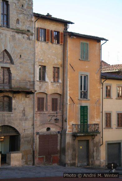 Maisons médiévalles de la Piazza Grande d'Arezzo