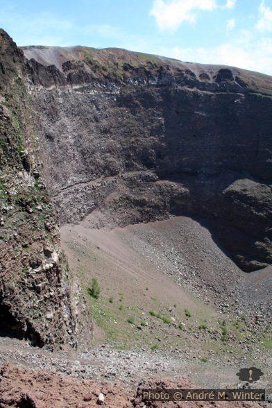 Le bord intérieur du cratère du Vésuve