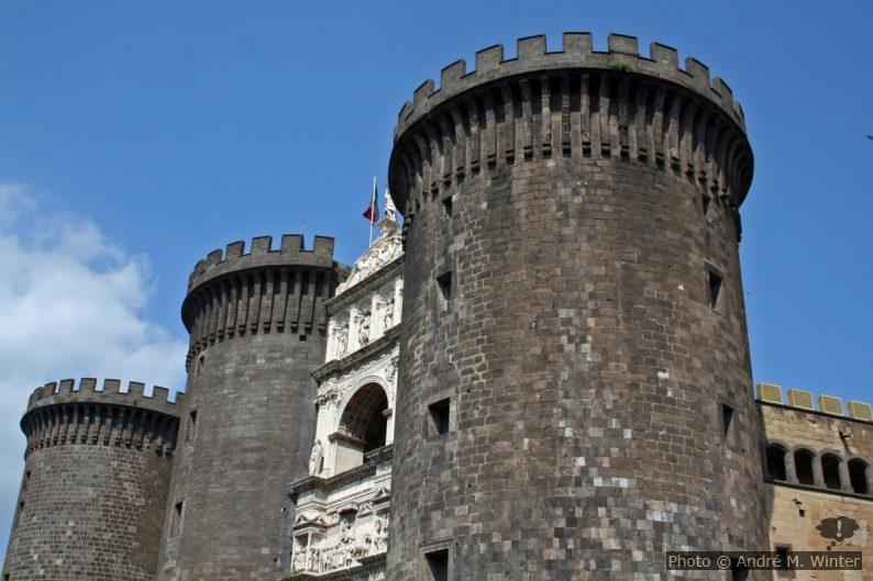 Le Castel Nuovo de Naples